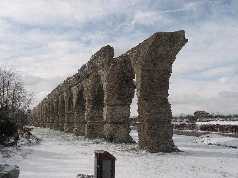 Photo du Monument Historique Aqueduc gallo-romain du Gier dit aussi du Mont-Pilat (également sur communes de Brignais, Lyon, Sainte-Foy-lès-Lyon, Mornant, Soucieu-en-Jarrest) situé à Chaponost
