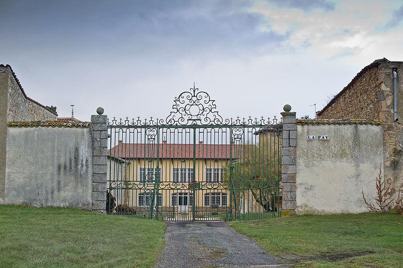 Photo du Monument Historique Château de la Fay situé à Larajasse