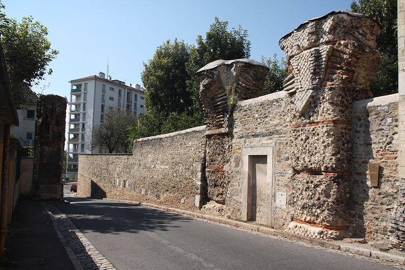 Photo du Monument Historique Aqueduc gallo-romain du Gier dit aussi du Mont-Pilat (également sur communes de Brignais, Chaponost, Sainte-Foy-lès-Lyon, Mornant, Soucieu-en-Jarrest) situé à Lyon
