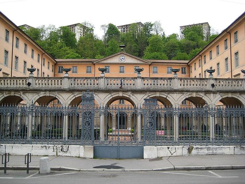 Photo du Monument Historique Ancien couvent des Dames de Sainte-Elisabeth, ancienne école nationale vétérinaire, actuellement Conservatoire national supérieur de musique et de danse de Lyon situé à Lyon