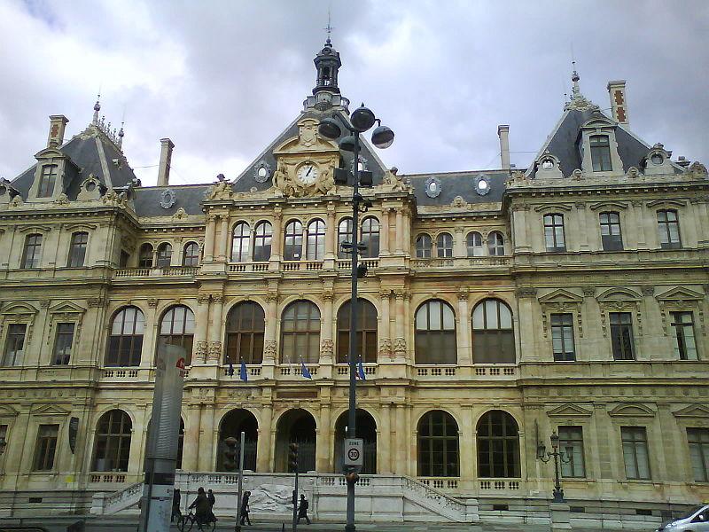 Photo du Monument Historique Palais du Commerce situé à Lyon