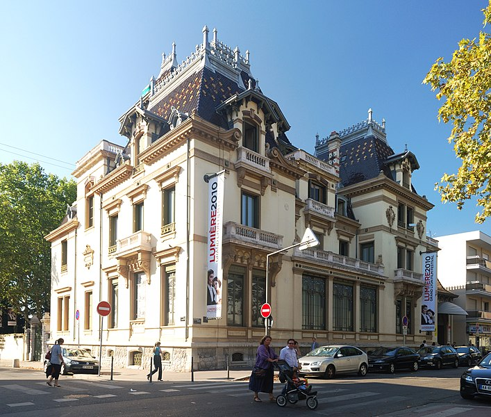 Photo du Monument Historique Maison dite Villa des Frères Lumière, actuellement Fondation nationale de la photographie situé à Lyon 08