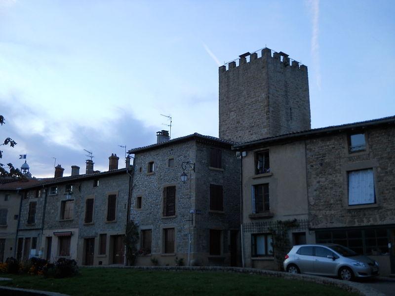 Photo du Monument Historique Tour de la Dîme situé à Mornant