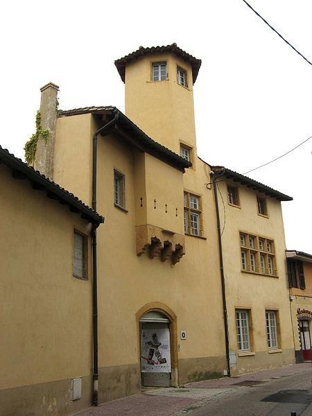 Photo du Monument Historique Immeuble Le Castel situé à Oullins