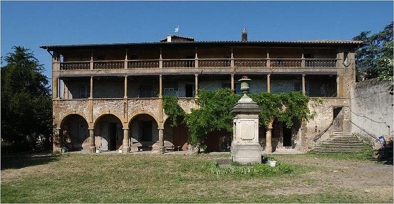 Photo du Monument Historique Domaine du château le Petit-Perron situé à Pierre-Bénite