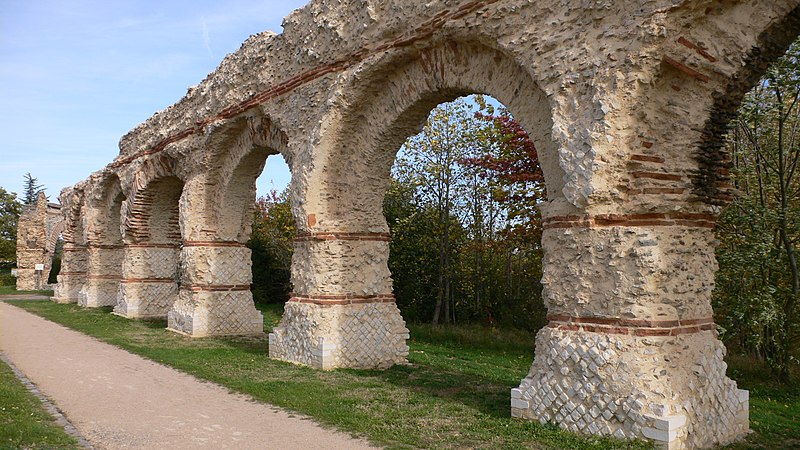 Photo du Monument Historique Aqueduc gallo-romain du Gier dit aussi du Mont-Pilat (également sur communes de Soucieu-en-Jarrest, Lyon, Chaponost, Brignais, Mornant) situé à Sainte-Foy-lès-Lyon