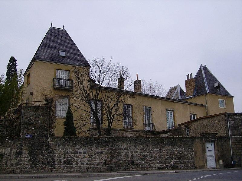 Photo du Monument Historique Château de la Tour situé à Saint-Genis-Laval