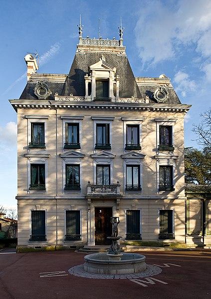 Photo du Monument Historique Villa Chapuis situé à Saint-Genis-Laval