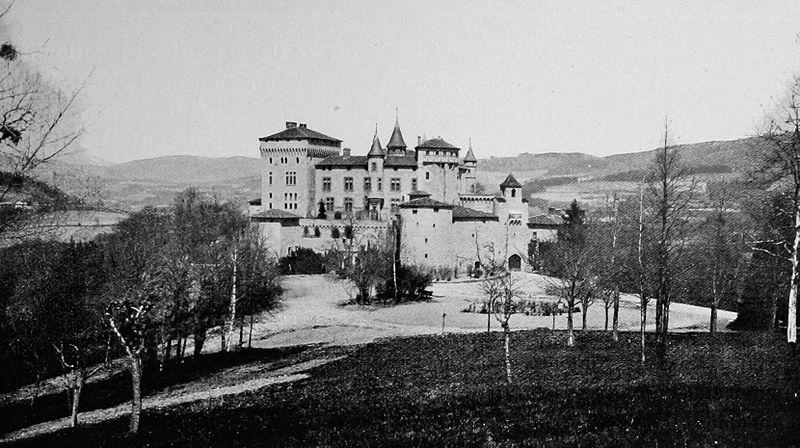 Photo du Monument Historique Château de Chamousset situé à Saint-Laurent-de-Chamousset