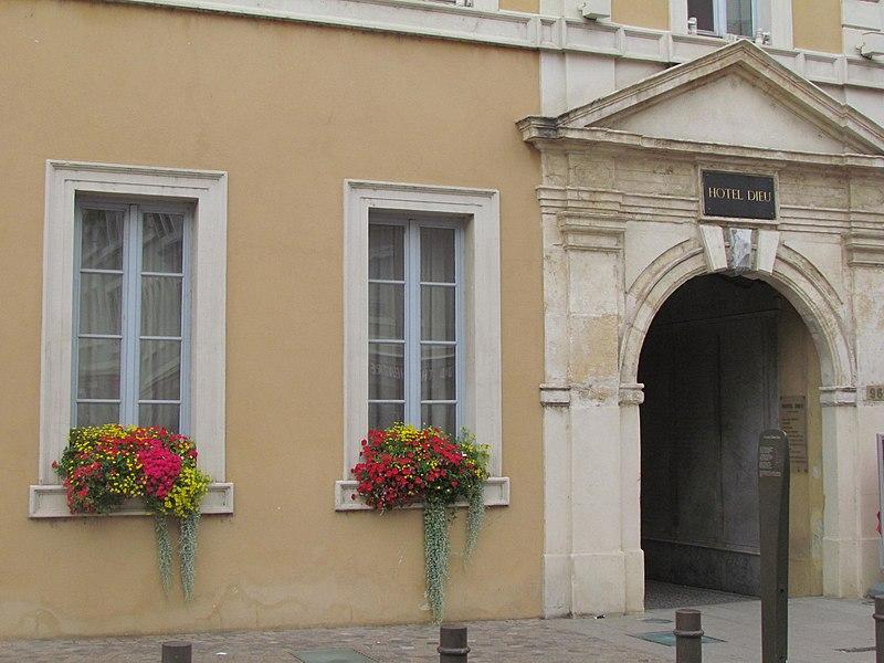 Photo du Monument Historique Hôpital situé à Villefranche-sur-Saône
