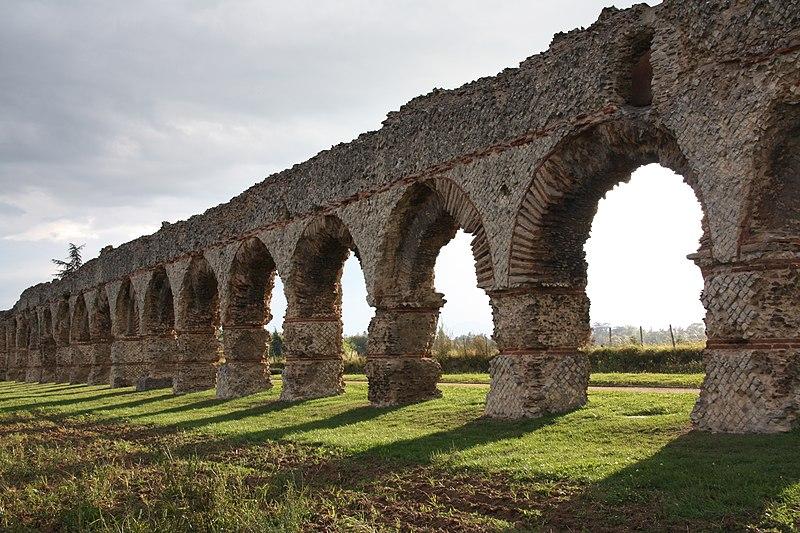 Photo du Monument Historique Aqueduc dit du Plat de l'Air situé à Chaponost