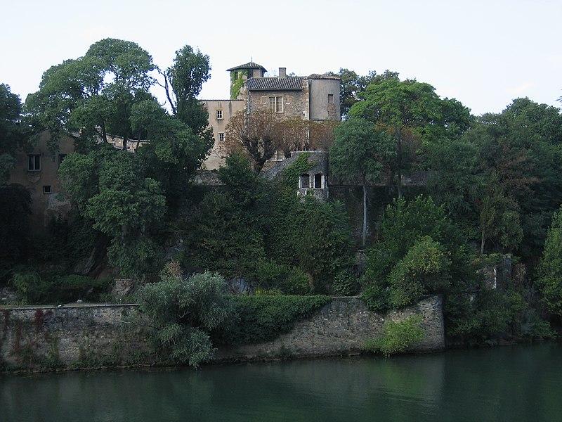 Photo du Monument Historique Immeuble dit le Chatelard, sur l'Ile Barbe situé à Lyon