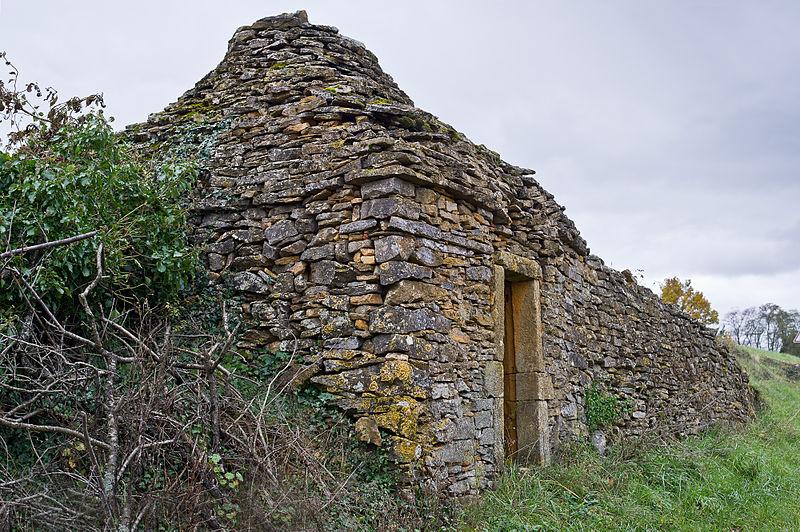 Photo du Monument Historique Deux cabanes en pierre sèche situé à Theizé