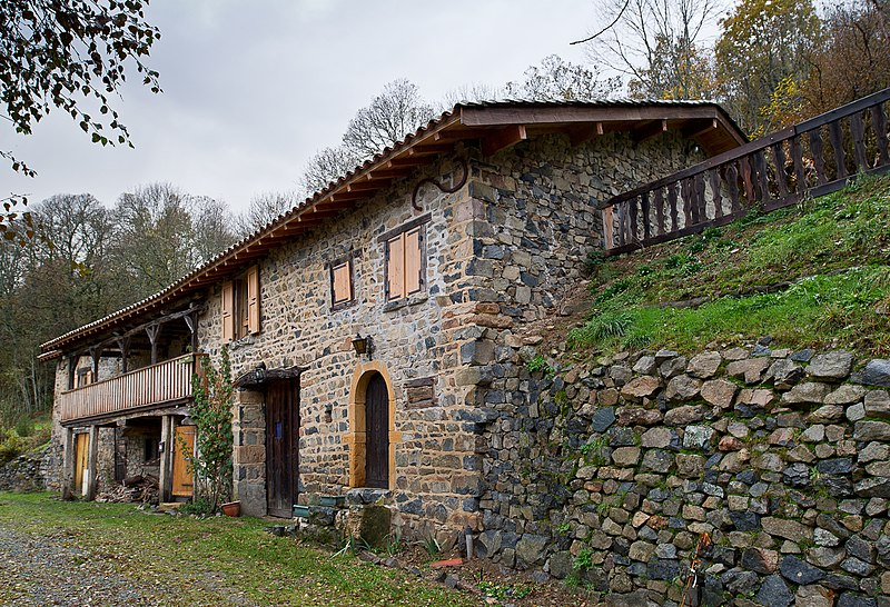 Photo du Monument Historique Ferme, située au bourg situé à Vernay