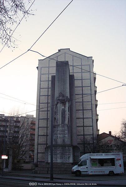Photo du Monument Historique Monument à la gloire du service de santé militaire situé à Lyon 8e Arrondissement