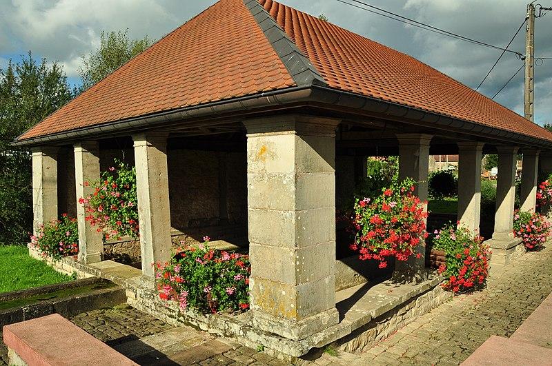 Photo du Monument Historique Grande fontaine-lavoir de Velotte situé à Amblans-et-Velotte