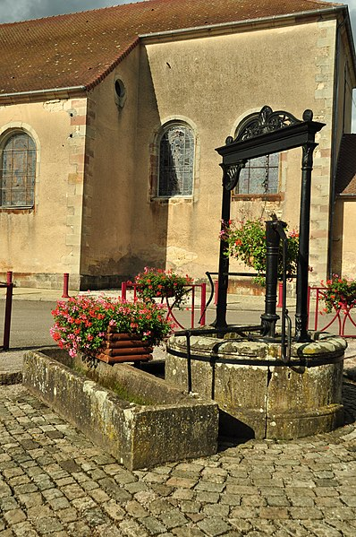 Photo du Monument Historique Puits communal d'Amblans situé à Amblans-et-Velotte
