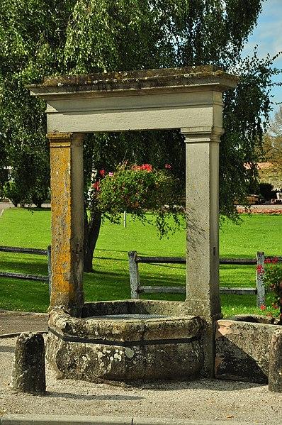 Photo du Monument Historique Puits communal de Velotte situé à Amblans-et-Velotte