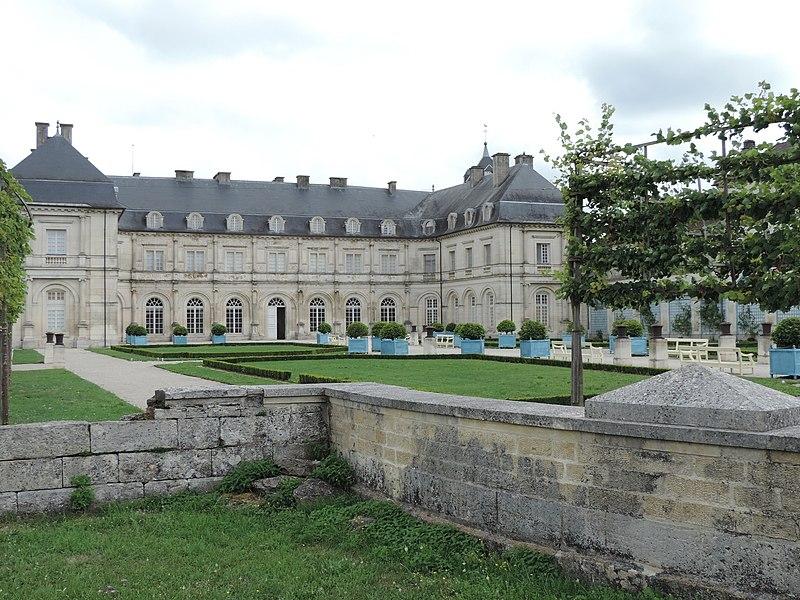 Photo du Monument Historique Hôtel de ville (ancien château) situé à Champlitte