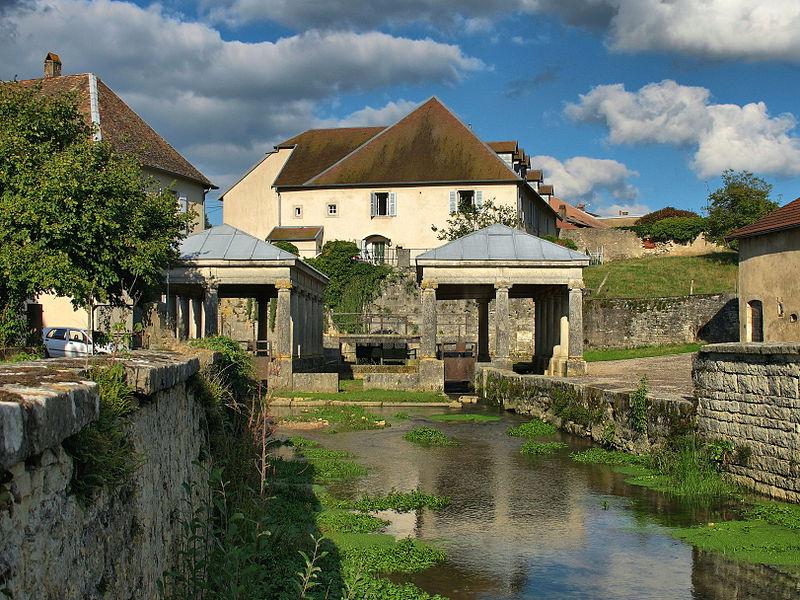 Photo du Monument Historique Fontaine et les lavoirs situé à Etuz