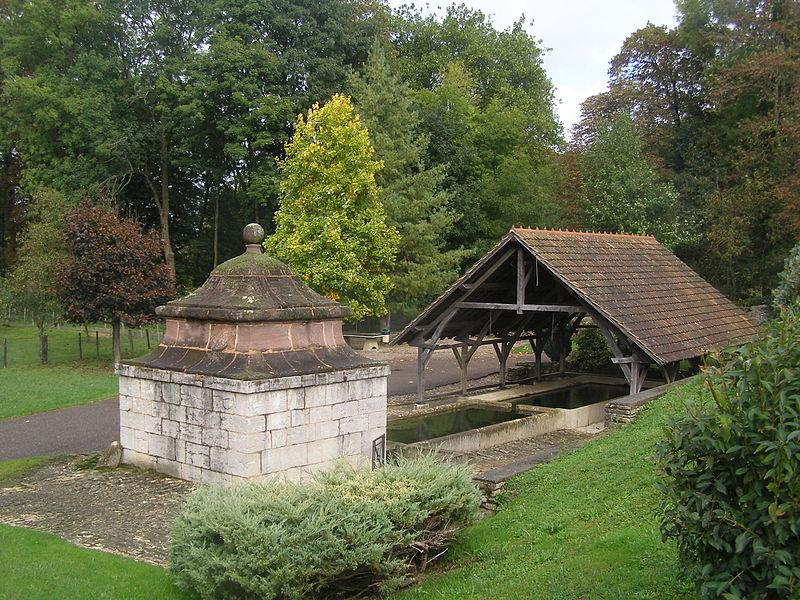 Photo du Monument Historique Fontaine-lavoir situé à Fallon