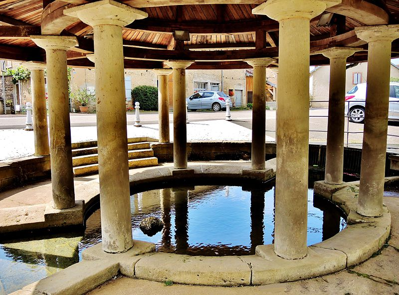 Photo du Monument Historique Fontaine-lavoir situé à Fontenois-lès-Montbozon