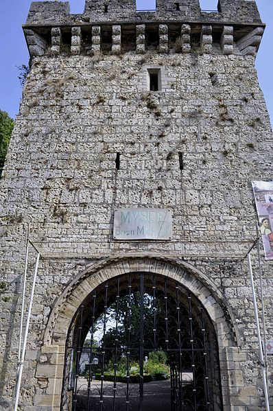 Photo du Monument Historique Château situé à Gray