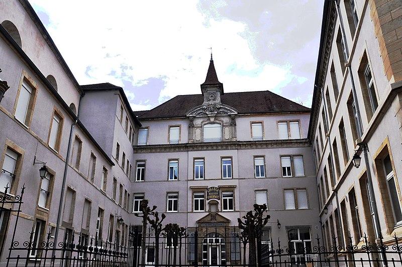 Photo du Monument Historique Collège des Jésuites situé à Gray