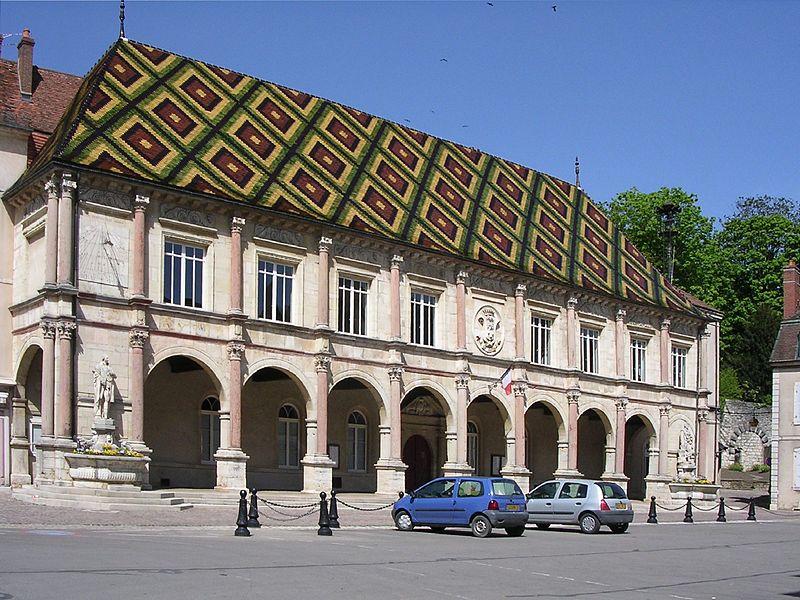 Photo du Monument Historique Hôtel de ville situé à Gray