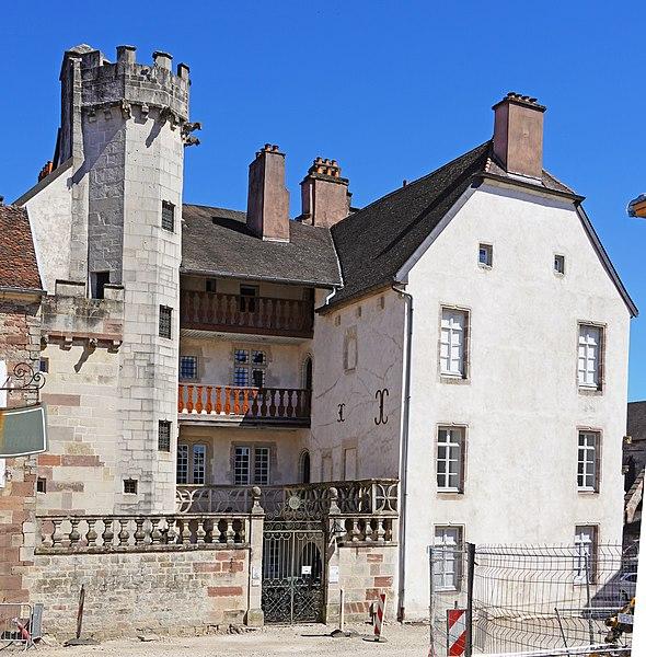 Photo du Monument Historique Hôtel Thiadot dit Maison du bailli, actuellement bibliothèque municipale et musée Beaumont situé à Luxeuil-les-Bains