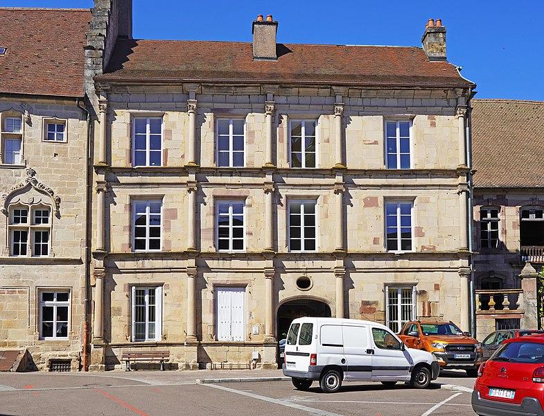 Photo du Monument Historique Maison du 16e siècle, dite Hôtel Pusel ou hôtel Ferrier du Châtelet situé à Luxeuil-les-Bains