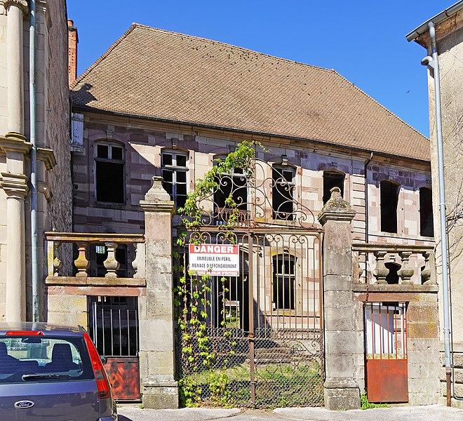 Photo du Monument Historique Maison ou Hôtel Bretons-d'Amblans situé à Luxeuil-les-Bains