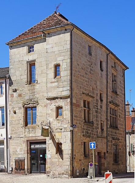 Photo du Monument Historique Maison du 16e siècle situé à Luxeuil-les-Bains