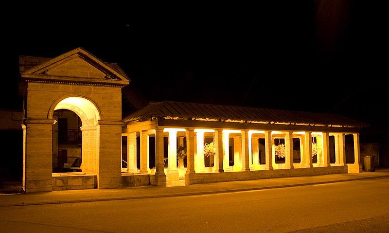 Photo du Monument Historique Fontaine-lavoir Sud situé à Oyrières