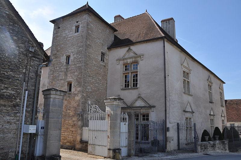 Photo du Monument Historique Château Rouillaud situé à Pesmes