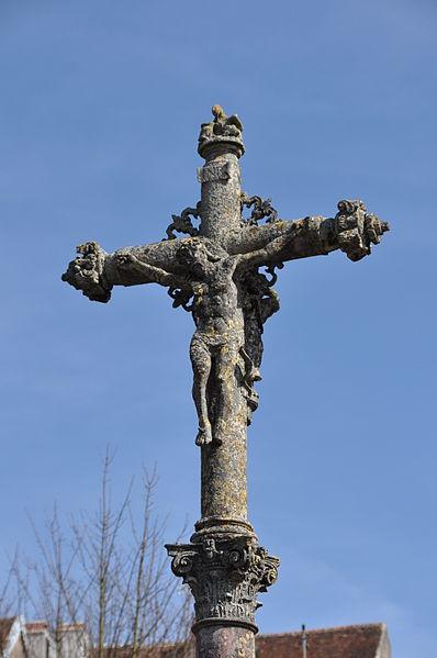 Photo du Monument Historique Croix de cimetière situé à Pesmes