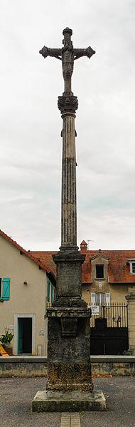 Photo du Monument Historique Croix de 1633 au centre du village situé à Vaivre-et-Montoille