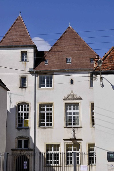 Photo du Monument Historique Ancien hôtel, dit des Gouverneurs, actuellement école Saint-Pierre-Fourier situé à Gray