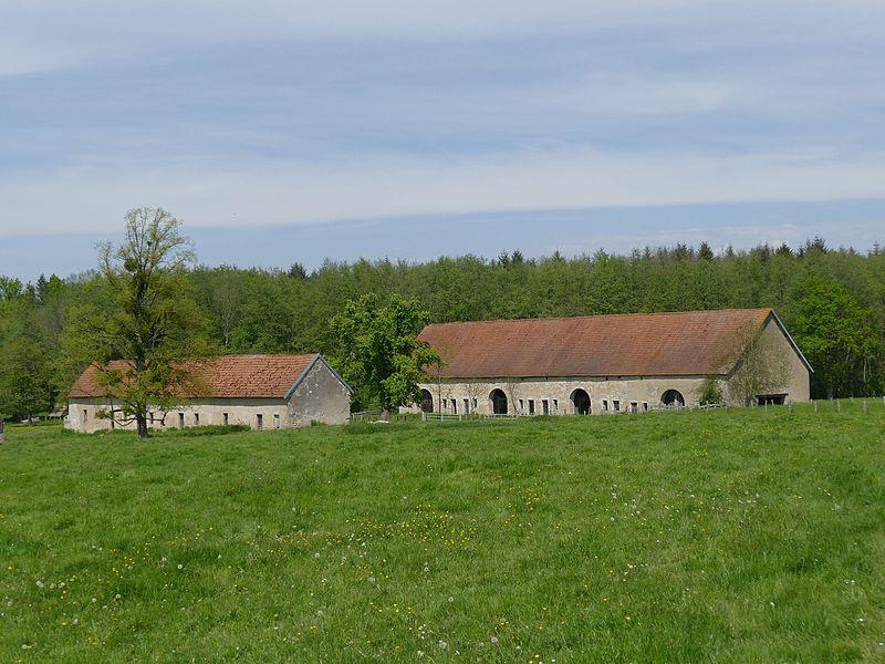Photo du Monument Historique Grange cistercienne de Fontaine-Robert situé à Neuvelle-lès-la-Charité