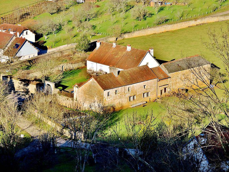 Photo du Monument Historique Ancienne maison forte de Chariez situé à Chariez