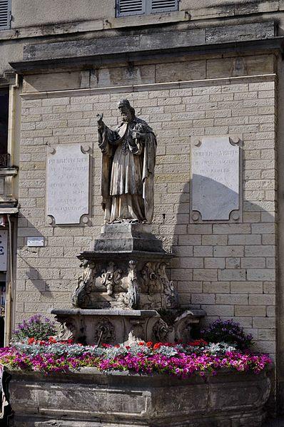 Photo du Monument Historique Fontaine Saint-Pierre-Fourier situé à Gray