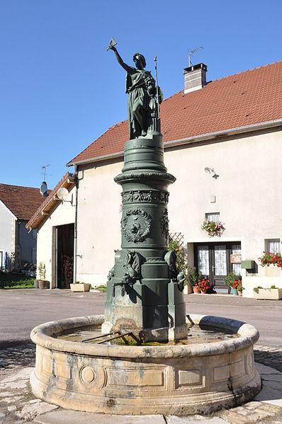 Photo du Monument Historique Fontaine Marianne situé à Jussey