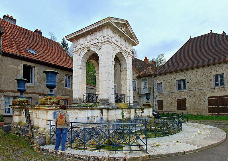 Photo du Monument Historique Grande fontaine situé à Gy