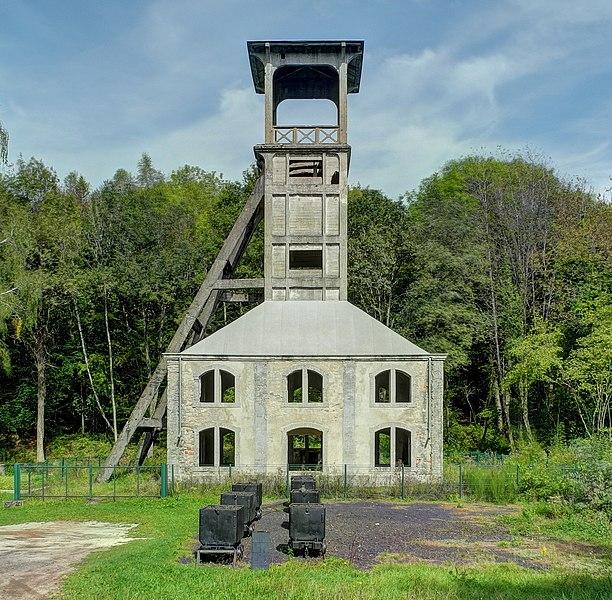 Photo du Monument Historique Chevalement du puits Sainte-Marie situé à Ronchamp
