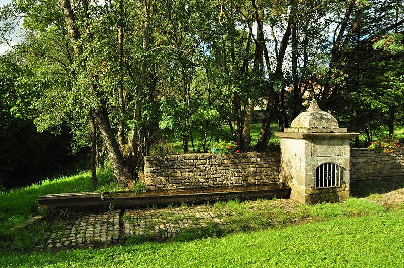 Photo du Monument Historique Lavoir Buriot situé à Mollans