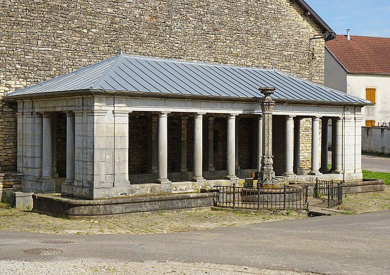 Photo du Monument Historique Lavoir du centre situé à Mollans