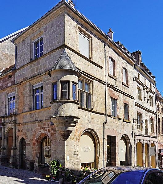 Photo du Monument Historique Maison dite hôtel Thiebaut de Montureux situé à Luxeuil-les-Bains