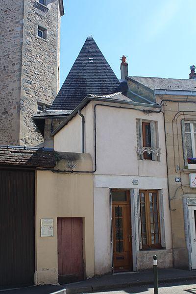 Photo du Monument Historique Maison Chareyre contiguë à la tour de Marchaux situé à Autun