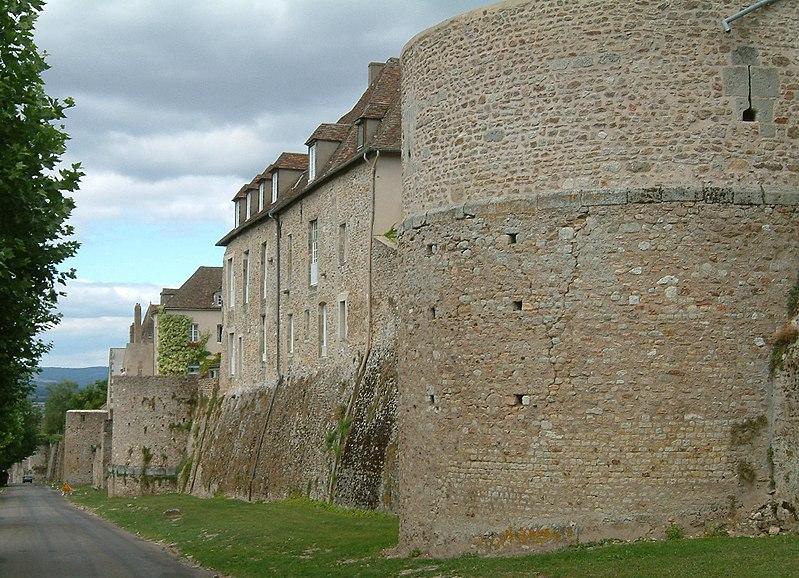 Photo du Monument Historique Remparts romains situé à Autun