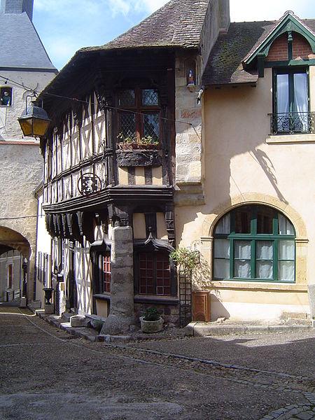 Photo du Monument Historique Maison dite Maison Sévigné situé à Bourbon-Lancy